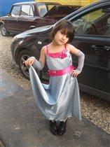 Маленькая принцесса в БОЛЬШИХ туфельках...