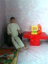 В кукольном домике.