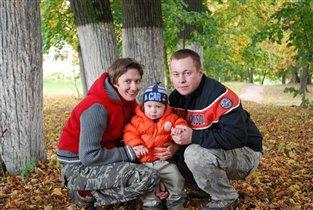 Модная семья в осеннем парке!