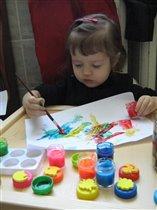 Катя рисует пожелания- конфетки.ВКУСНЫХ И МНОГО !