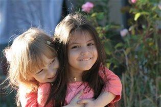 Как два солнышка сияют, и улыбки расцветают!