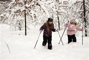 Ой! Куда мы забрели, снег еще ж не разгребли!