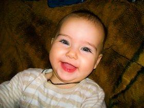 Искренняя улыбочка младенца!