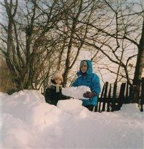 Строим снежную крепость!