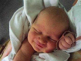 Первые минуты жизни. Первая улыбка. В родзале.
