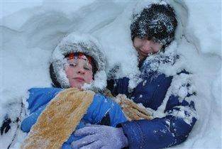 Купаемся в снегу=)