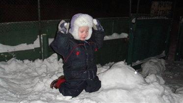 играем в снежки!