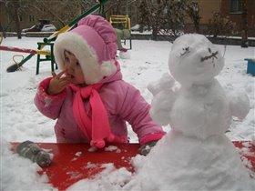 Лепим снегурочку!!!! И пробуем снег :)