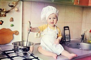 Наш поваренок:))