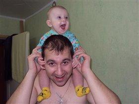 дочка смеется