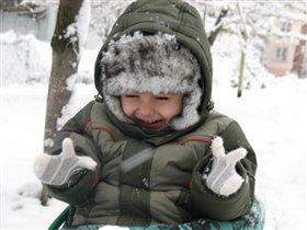 Восторг от снежка :)))))