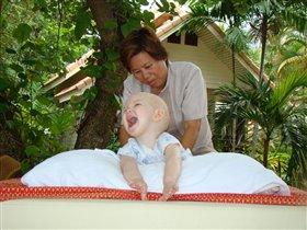 А ребенку нравится тайский массаж!