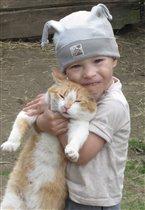 у прадеда в деревне мучаю кота