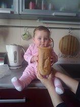 Наша Камила очень голодная!!