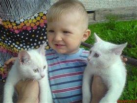 Близнецы Тишка, Мишка и Егорка.