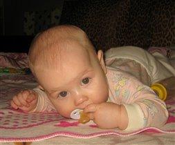 Соска-она подруженька моя=)))Варюша 5 месяцев.