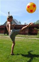 Мяч бросаю и ловлю, Я с мячом играть люблю! -с-