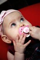 Каждой принцессе - по розовой соске :)