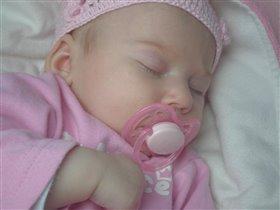 Сладко спит моя принцесса.