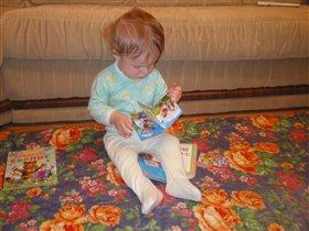 мама такую интересную книжку купила-не оторваться!