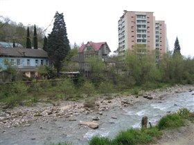 река Хоста в городе Сочи.Апрель 2011года