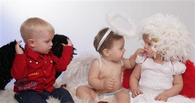 Они могут быть разными: ангелочки и чертенок