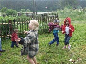 хорошо детям в деревне