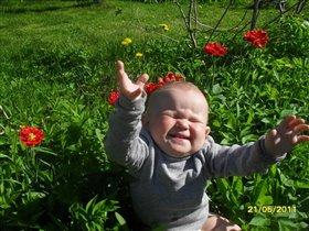 Солнце,дача и цветы,хорошо смеёшься ты!!!!!