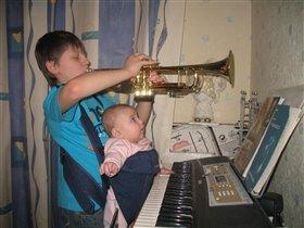 Репетируем. Трубач и аккомпаниатор.