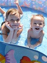 хорошо под солнцем в бассейне