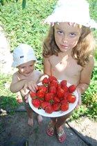 Вот такая ягодка уродилась у бабушки!