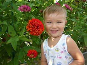 Мамин сыночек-цветок познает мир