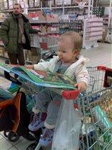 Пока мама занята покупками...