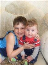 Димулька со своим младшим братиком Данилушкой