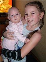 2 матрешки-невелички: 2 девченки - 2 сестрички!