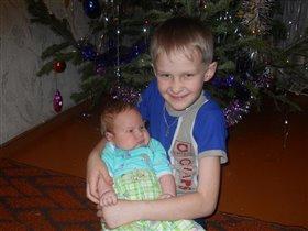 Мой братик ещё такой маленький, но он мой!