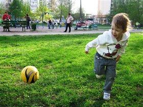Юная футболистка :)