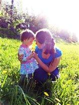 Мы под солнышком гуляем, веселимся и играем:)