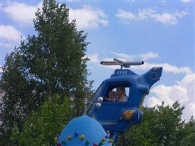 А я полечу с мамой на вертолете!!!