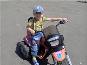 маленький мотоциклист