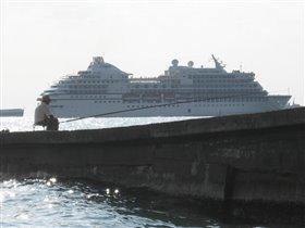 Большой корабль!