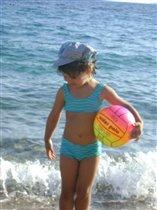 Младшенькая на море