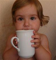 Маша с чашкой