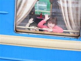 'Голубой вагон бежит, качается...'