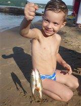 Юный рыбачок