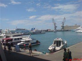 Причал морского вокзала в Сочи.