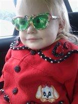 Сестрёнка в машине