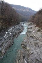Каменные берега реки Белая, респ. Адыгея.