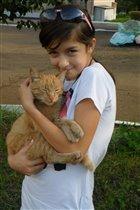Надя с кошкой