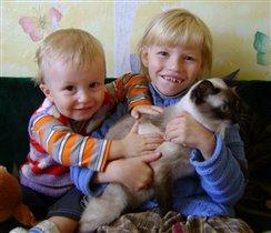 Мои детки с любимой кошкой